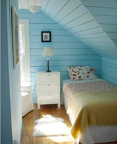 I would love for my bed to look like this, but my nook isn't big enough