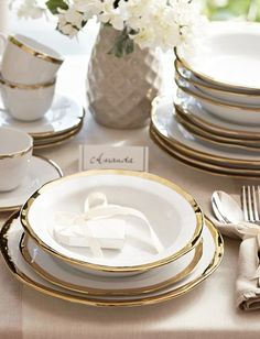 lovely gold dinnerware  http://rstyle.me/n/mtp6ipdpe