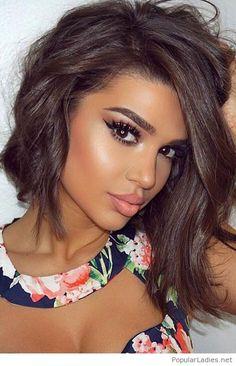 Bronze skin and natural makeup