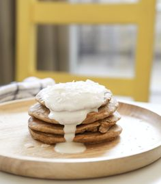 Lose weight and indulge on the weekend with these healthy recipes that transform pancakes into high protein foods. Breakfast Dessert, Breakfast Smoothies, Perfect Breakfast, Breakfast Recipes, Pancake Recipes, Protein Pancakes, Pancakes And Waffles, High Protein Recipes, Raw Food Recipes