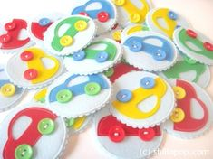 разноцветные машинки из фетра и пуговиц выкройки игра для детей