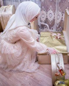 Wedding Hijab Styles, Muslim Wedding Dresses, Muslim Brides, Muslim Dress, Hijab Dress, Bridal Dresses, Cute Muslim Couples, Muslim Girls, Muslim Women