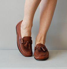 vintage Cole Haan tassel loafers    #vintageshoes #loafers #colehaan