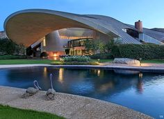 Bob Hope House, Southridge Drive, Palm Springs, CA. Futuristic Home, Futuristic Architecture, Amazing Architecture, Architecture Details, John Lautner, Unique Buildings, Amazing Buildings, Organic Architecture, Historical Architecture