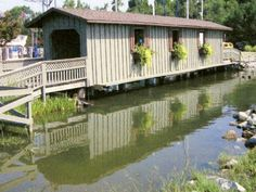 Covered Bridge - (01-02-b) across Point Clear Creek at a private marina S. of Fairhope, Baldwin County, AL. US98A S. 5.5 miles from jct with US98 on the N. side of Fairhope to the bridge on the W. side of the road. (N30 29.148 W87 55.951) Scanned from a post card by Brian McKee 5-22-11./td>