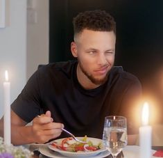 of the Golden State Warriors stars in a spot for Brita Water Stephen Curry Family, The Curry Family, Nba Stephen Curry, Basketball Tips, Basketball Players, Basketball Party, Basketball Legends, Basketball Uniforms, Basketball Shoes