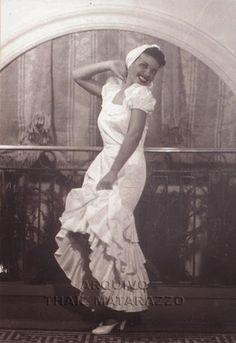 ESTRELAS QUE NUNCA SE APAGAM: AURORA MIRANDA - O Centenário da Nossa Outra Pequena Notável - Aurora Miranda e sua fantasia para o carnaval de 1935.