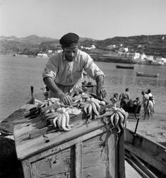 Deeper Blue in Cyclades Mykonos Island, Mykonos Greece, Athens Greece, Santorini, Greece Pictures, Old Pictures, Old Photos, Photo Vintage, Vintage Photos