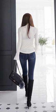长腿牛仔裤美女写真图片_牛仔裤美女_爱美时尚网