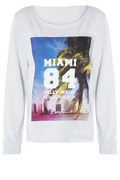 #stylish #Miami vibe #sweater #travel #adventure #TALLYWEiJL http://www.tally-weijl.net/p/clothing/hellgraues-sweatshirt-mit--miami-84-foot--print/sswcomityl-bge030?categoryId=21606