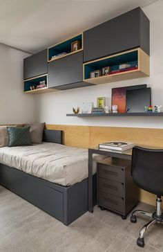 Looking for a teen bedroom remodel idea? Let's figure out 35 coolest teen bedroom ideas. Let's start with styling your bedroom! Shelves In Bedroom, Small Room Bedroom, Bedroom Sets, Home Bedroom, Modern Bedroom, Bedroom Furniture, Furniture Design, Bedroom Decor, Furniture Plans