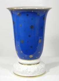 "Selb Bavaria Modell von Ph. Rosenthal 5 3/4"" Also with green background  Photo courtesy of Ebay seller rusch1947 Vintage Vases, Green Backgrounds, Bavaria, Hurricane Glass, Ph, Tableware, Ebay, Design, Home Decor"
