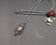 Macrame Gemstone Necklace, Jasper Pendant, Crystal Jewelry, Nostalgie Art on Etsy. Macrame Jewelry, Crystal Jewelry, Gemstone Necklace, Pendant Necklace, Jasper, Etsy, Metallic, Gemstones, Vintage