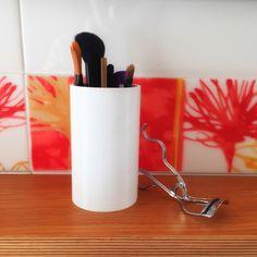 Per dividere i pennelli da make up. To organize make up brushes. www.thinking3d.net/shop/bath/contenitori-b01/