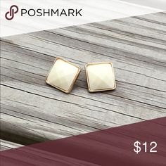 🔷NEW🔷 PEARL COLOR EARRINGS WITH GOLD TRIM Cute 🌟 gold toned trim 🌟 clear rubber backs 🌟 comes on card and in original package 🌟 pet/smoke free home Jewelry Earrings