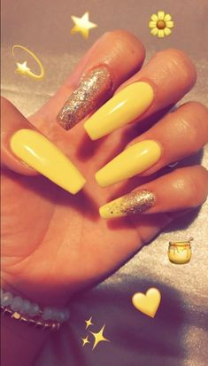 Semi-permanent varnish, false nails, patches: which manicure to choose? - My Nails Yellow Nails Design, Yellow Nail Art, Acrylic Nails Yellow, Best Acrylic Nails, Nagel Gel, Nail Art Hacks, Halloween Nails, Red Nails, Summer Nails