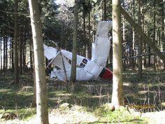 Glück im Unglück hatte der Pilot einer Cessna bei seiner Notlandung in Neuhausen ob Eck. Die Cessna stürzte in einen Wald. Der Pilot blieb unverletzt. Das Flugzeug stürzte ab, weil es keinen Treibstoff mehr hatte.