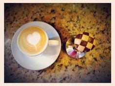 Pasión sabor arte historia y tradición. Así es #AromaDiCaffé  tu lugar de encuentro.  Visítanos en el C.C. Metrocenter pasaje colonial. #AromaDiCaffé #SaboresAroma #MomentosAroma #Latte #LatteArt #Capuccino #Tamper #Caracas #BuscandoElCafé #QuieroUnCafé #Café #Coffee #CoffeeLovers #CoffeeTime #CoffeeMoments #CoffeeBreak #InstaMoments #InstaCoffee