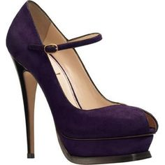 Jennifer Lopez wearing Yves Saint Laurent Tribute Pumps in Lilac Suede.