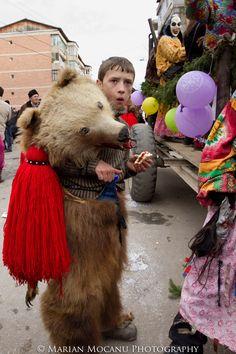 romanian traditions, Comanesti. photo Marian Mocanu