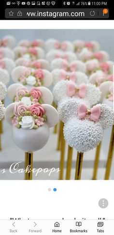 Minnie Mouse cake pops – About Dessert World Minnie Maus Cake Pops, Minni Mouse Cake, Bolo Da Minnie Mouse, Mickey Mouse Cupcakes, Mickey Cakes, Disney Cake Pops, Lollipop Cake, Cupcake Cakes, Paletas Chocolate