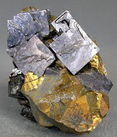 Galena, chalcopyrite, sphalerite---sphalerite when rubbed on porcelain creates a yellow streak that smells like rotten eggs (sulfur) Minerals And Gemstones, Crystals Minerals, Rocks And Minerals, Stones And Crystals, Lapis Lazuli, Mineralogy, Beautiful Rocks, Mineral Stone, Grey And Gold