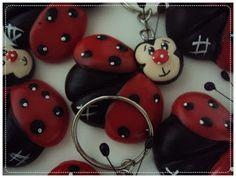 Kikits Atelie  de Festas: Festa Joaninha Christmas Ornaments, Holiday Decor, Ladybugs, Home Decor, Cellophane Wrap, Key Chains, Satin, Tape, Weather