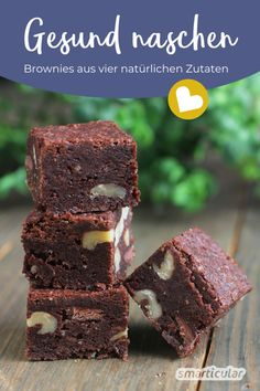 Gesund naschen: Brownies aus vier natürlichen ZutatenThis is how raw food can be enjoyed. Ten-minute brownies made from dates, nuts and cocoa, gluten-free and vegan. Quick Easy Desserts, Paleo Recipes Easy, Easy Snacks, Raw Food Recipes, Healthy Snacks, Low Carb Breakfast Casserole, Low Carb Breakfast Easy, Healthy Low Carb Dinners, Low Carb Desserts