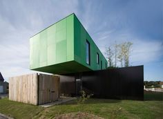 CG Architectes designed this house composed of two container clad laid crosswise in Pont Péan, France.