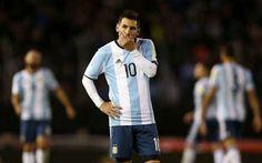 Incredibile: l'Argentina rischia di non esserci ai Mondiali Una squadra con i più grandi campioni, soprattutto nel reparto offensivo. L'Argentina infatti è forse la nazionale con il migliore attacco del mondo: Messi, Dybala, Higuain, Gomez, Icardi, cui sono d #calcio #argentina #sudamerica #mondiali