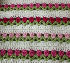 Simple Crochet Patterns Rose Flower | The free pattern is available HERE .