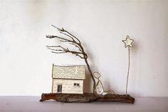 Provence : maison en découpe de papier collée sous du kraft armé et arbre en brin de thym sec effeuillé - création Epistyle - (Jardin miniature + scrap Habitat)
