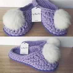 Crochet t shirt yarn house slippers shoes free pattern – Artofit Crochet Boots, Crochet Slippers, Crochet Baby, Free Crochet, Knit Crochet, Crochet Capas, Crochet Coaster Pattern, Crochet Slipper Pattern, Crochet T Shirts