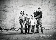 urban photography posing family of 6