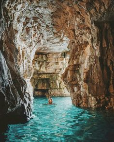Hırvatistan mavi mağaralar / Swimming through the blue caves of Istra, Croatia Places To Travel, Places To See, Travel Destinations, Holiday Destinations, Dream Vacations, Vacation Spots, Bósnia E Herzegovina, Split Croatia, Destination Voyage