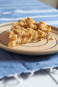 Zum Thema Apfelkuchen findet ihr hier ein Rezept vom Tastesheriff für einen Apfel-Cheesecake mit Streuseln. Super saftig und ober lecker!
