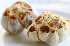 Looking for the best Garlic recipes? Get recipes like Roasted Garlic, Garlic Bread and Garlic Mashed Potatoes from Simply Recipes. I Love Food, Good Food, Yummy Food, Tasty, Healthy Food, Roasted Garlic Cloves, Baked Garlic, Food Porn, Giada De Laurentiis