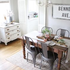 Who's happy it's Friday Eve? Because I'll tell ya what... this girl is!  Cheers, friends! . . . . . #thebungalowonbennett #farmhouse #farmhousevintage #farmhousestyle #fleamarketstyle #rustic #rusticchic #modernfarmhouse #farmhousetable #neutralhome #neutraldecor #chippypaint #missmustardseed #shabbychic #vintagestyle #mybhg #simpleliving #diningroom