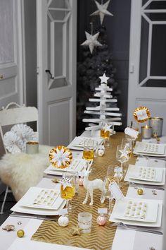 Une table de Noël blanc et or