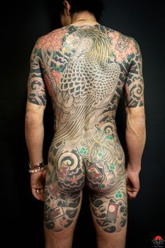 Horimyo Japanese Tattoo Artist (11)  tattoo all done by hand...with a bamboo  dying art