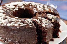 Really easy chocolate cake! Chocolate Bunt Cake, Chocolate Fudge Frosting, Greek Sweets, Greek Desserts, Greek Recipes, Sweets Recipes, Cake Recipes, Greek Cake, Cooking Cake