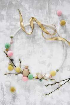 Easy Easter Crafts, Easter Projects, Creative Crafts, Diy Crafts, Easter Flowers, Pipe Cleaners, Metal Ring, Glue Gun, Easter Wreaths