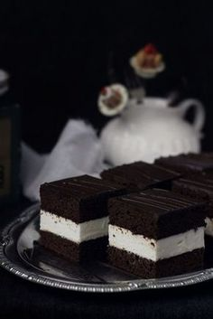 Chocolate and milk cake- soft cake with milk mousse and fluffy sponge cake (in Romanian) Best Pastry Recipe, Pastry Recipes, Cake Recipes, Dessert Recipes, Homemade Sweets, Milk Cake, Brownie Cake, Dessert For Dinner, Tea Cakes