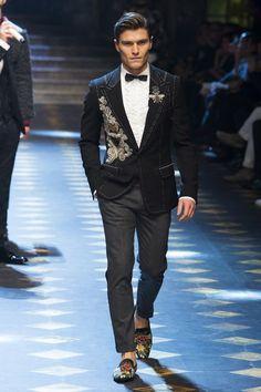Dolce & Gabbana Fall 2017 Menswear Fashion Show Collection: See the complete Dolce & Gabbana Fall 2017 Menswear collection. Look 85 Runway Fashion, Fashion Show, Mens Fashion, Gq, Dolce And Gabbana 2017, The Fashionisto, Sharp Dressed Man, Milan Fashion Weeks, Suit And Tie