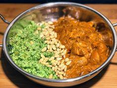 Chicken chilli kicker masala - The Lean Cook Broccoli Rice, Cauliflower Rice, Quick Recipes, Healthy Recipes, Lean Recipes, Joe Wicks Recipes, How To Make Broccoli, Lean In 15, Clean Dinners