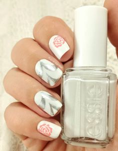 Wedding nail art Essie - Blanc OPI - My signature is DC Essence - Chasing Lacy n°04 Pueen Stamping plate n°14 Guide from Born Pretty Store :...