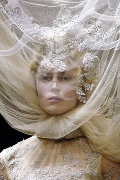 Alexander McQueen Fall 2006 Ready-to-Wear Collection Photos - Vogue