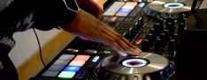 Pioneer DJ DDJ - - Serato DJ handler smashes version 3 - Two Eleven Dj Pro, Crazy Wedding, Wedding Music, First Dance Songs, Dance Music, Infinity Music, Recessional Songs, Pioneer Ddj, Serato Dj