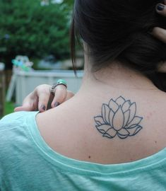Lotus Flower Tatoo - a symbol for awakening to the spiritual fact of life. a lotus flower symbolizes a tough time in existence that has been defeated Small Lotus Tattoo, Lotus Flower Tattoo Design, Flower Tattoo Back, Back Tattoo, Tattoo Art, Tattoo Flowers, Tattoo Outline, Tattoo Designs For Girls, Tattoos For Women Small