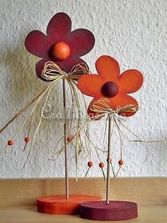 Free Wood Crafts and Patterns - Wooden Flowers Decoration Crafts To Sell, Diy And Crafts, Deco Champetre, Wood Craft Patterns, Wood Flowers, Pintura Country, Craft Show Ideas, Country Crafts, Scroll Saw